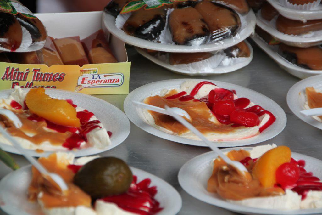 Queso con dulche - Frischkäse mit Karamellmilchzeugs und Marmelade
